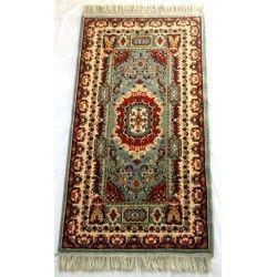 Antigua pareja de alfombras, de lana en excelente estado.