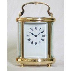 Elegante reloj de carruaje de origen francés, y funcionando.
