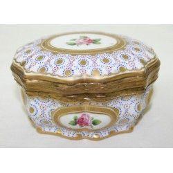 Antiguo cofre joyero de porcelana francesa Sevres.