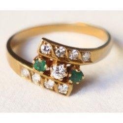 Antiguo anillo de oro de 18 K con diamantes y Esmeralda.