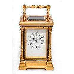 Antiguo reloj de carruaje, con soneria y cuerda manual ,de origen ingles.