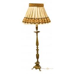 Antigua lámpara en bronce, con su pantalla a juego.