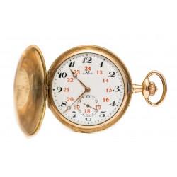 Precioso reloj de bolsillo saboneta, bañado en oro, de la marca Omega de origen suizo, circa 1900.