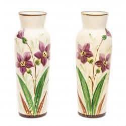 Pareja de floreros antiguos, de opalina finales del siglo XIX