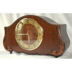 Antiguo reloj de sobremesa o chimenea con carga manual JUNGHANS