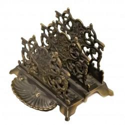 Bonito soporte para sobres en bronce .