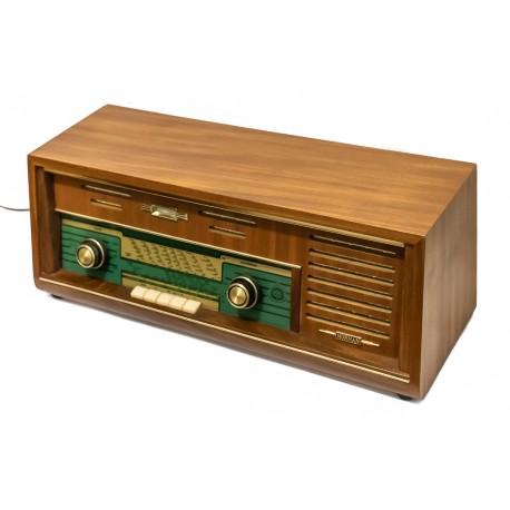 Antigua radio alemana de la marca Nornan de los años 1950 y funcionando.