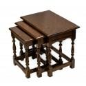 Antiguo juego de mesas nido, en madera maciza de origen Holandés.