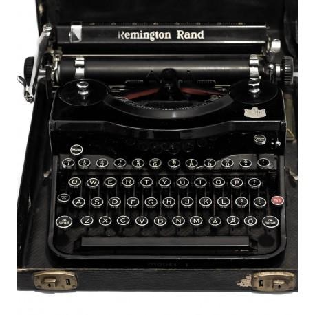Antigua máquina de escribir Remington Rand, bien conservada funcionando y con su maletín a juego