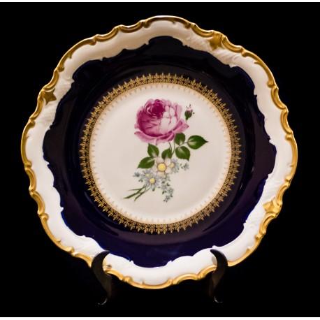 Espectacular plato antiguo de porcelana pintado a mano de origen Aleman de finales del siglo XIX.