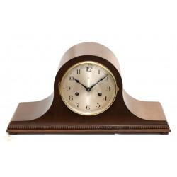 Antiguo reloj de sobremesa de origen aleman, con cuerda manual, años 1920 y funcionando.