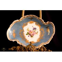 Antigua bandeja en porcelana Elios, elaborada y pintada a mano.