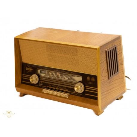 Antigua radio sueca de la marca Centrum de los años 1950 y funcionando.