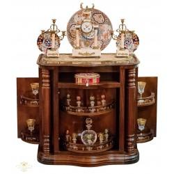 Clásico mueble bar, de madera en excelente estado.