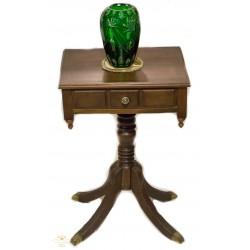 Antigua mesa en caoba, en buen estado de conservación.