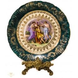 Espectacular plato antiguo de porcelana pintado a mano de origen Austriaco de finales del siglo XIX.