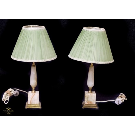 Bonita pareja de lamparas en bronce y onix de origen francés