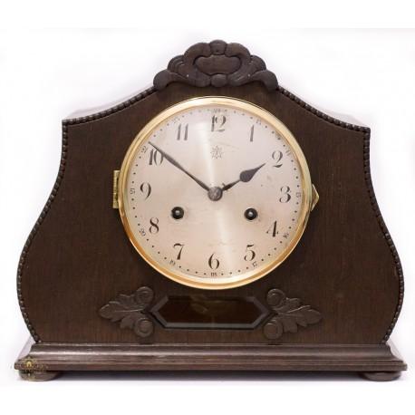Antiguo reloj de sobremesa de la casa Junghans, con cuerda manual, años 1920 y funcionando.