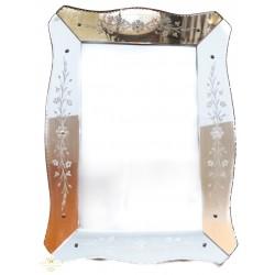 Precioso espejo veneciano en excelente estado de conservación.