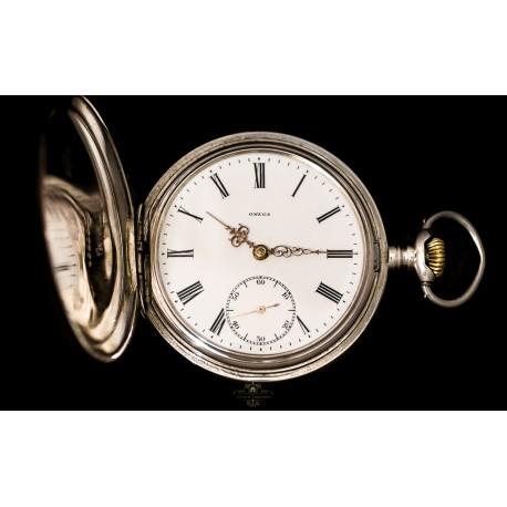 Antiguo reloj de bolsillo, saboneta, en plata de la casa Omega y funcionando.