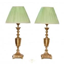 Bonita pareja de lamparas en bronce tallado de estilo clásico, de origen inglés