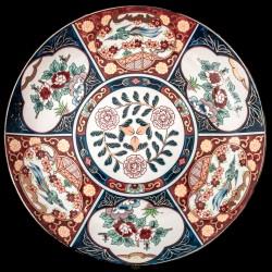 Antiguo plato en porcelana Imari.