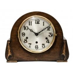 Antiguo reloj de sobremesa Art Deco, de origen inglés, toca los cuartos.