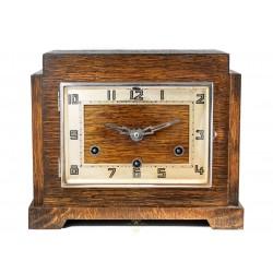 Antiguo reloj de sobremesa Art Deco, de origen inglés toca los cuartos.