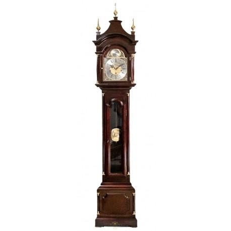 Antiguo reloj de antesala, de pie, con cuerdas manuales, de origen francés, y funcionando perfectamente.
