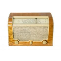 Antigua radio de la marca AGA de los años 1950 y funcionando.