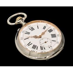 Antiguo reloj de bolsillo de origen suizo de los años 1900 y funcionando.