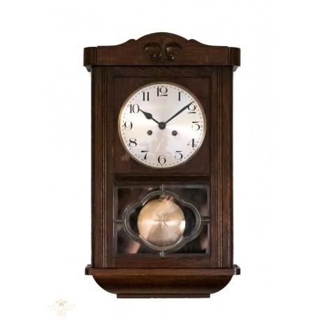 Antiguo reloj de pared origen aleman, y funcionando.