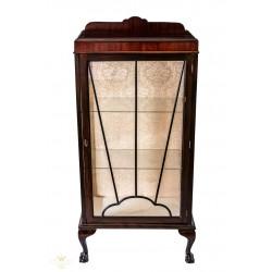 Antigua vitrina de origen inglés de estilo victoriano de los años 1920.
