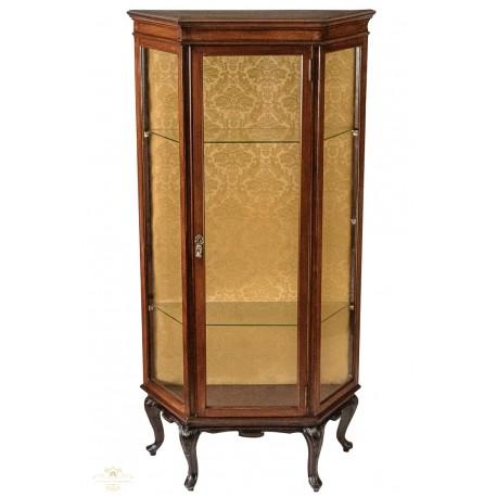 Antigua vitrina de estilo victoriano de los años 1920.