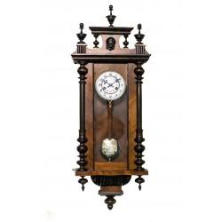 Antiguo reloj de pared Alfonsino de la casa Junghans de origen alemán y funcionando.