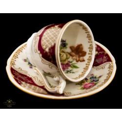 Antiguas tazas en porcelana ,pintadas a mano