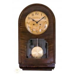 Antiguo reloj de pared de cuerda manual de origen Alemán de la marca KEINZLE .