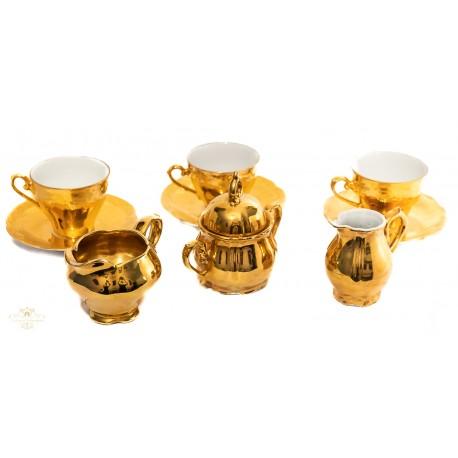 Juego de tazas antiguas con sus plato de porcelana original de alemania.