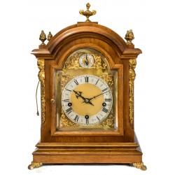 Magnifico reloj de sobremesa Brackets, con sonería de los cuartos y repetición, de cuerda manual circa 1900.