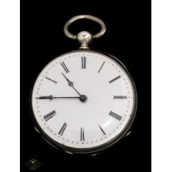 Antiguo reloj de bolsillo funcionando de los años 1900.