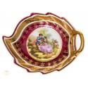 Elegante plato, pintado a mano, de porcelana alemana.