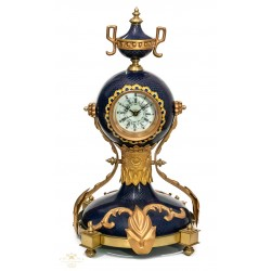 Precioso reloj cloisonne, en bronce esmaltado.