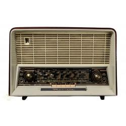 Radio antigua de válvulas marca RADIOLA ,en excelente estado