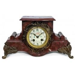 Antiguo reloj de sobremesa en mármol, funcionando
