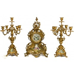 Antiguo reloj de sobremesa bronce, con sus candelabros, de origen frances.