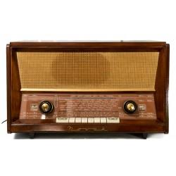 Antigua radio belga de la marca Novak de los años 1950 y funcionando.