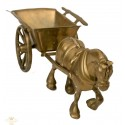 Bonito carruaje en bronce
