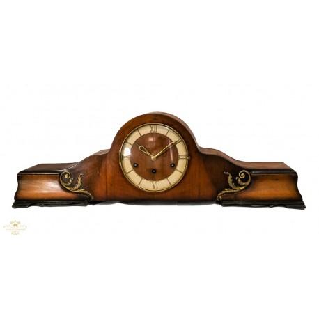 Antiguo reloj de sobremesa, en madera,de los cuartos con soneria winsminster,de origen aleman, y funcionando.