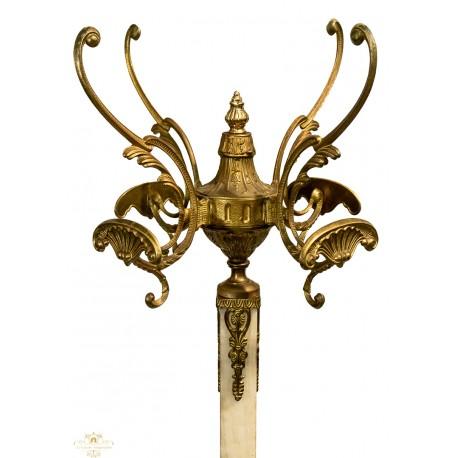 Antiguo perchero, en bronce y onix, de diseño rococo.