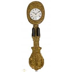 Antiguo reloj de pared tipo Morez, con cuerdas manuales, de origen francés, y funcionando a la perfección.